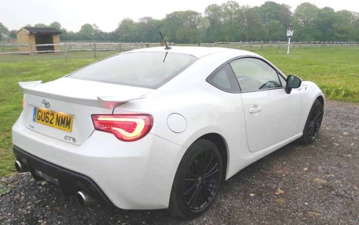 led rear lights fitted.to a white car this time - toyota gt 86